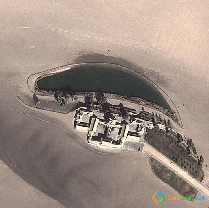 Crescent Lake Oasis in Dun Huang, Gansu, China