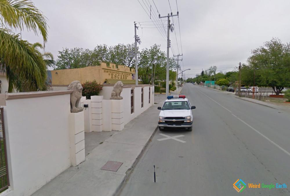 street-view-car-pulled-over-by-mexican-cops.jpg
